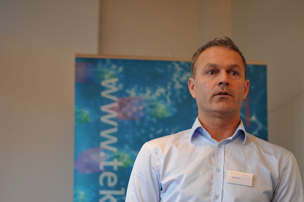 Prosjektleder Jon Einar Løvoll ved Ekornes vil redusere operasjonstiden, på 20 til 40 prosent, for søm av Stressless, med langt mer robotsøm.