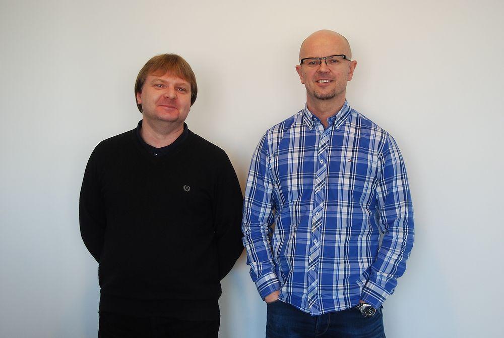 Asle Pedersen (t.v.) er ansatt på kundeservice og innesalg, og Gunnar Jensen er salgssjef for sikkerhetssensorer.