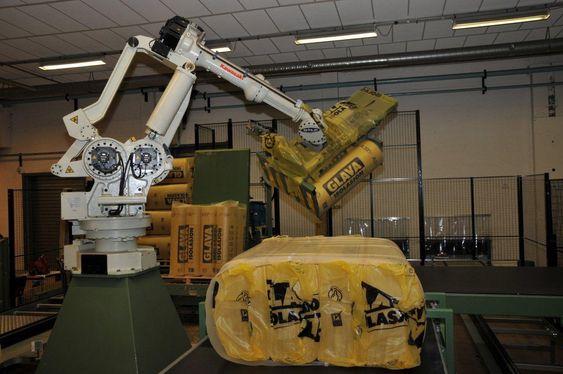 Roboter og andre maskiner i produksjonen rapporterer status og problemer til ledelsesinformasjonssystemet, her fra en tidligere uttesting av en ny pakkelinje.