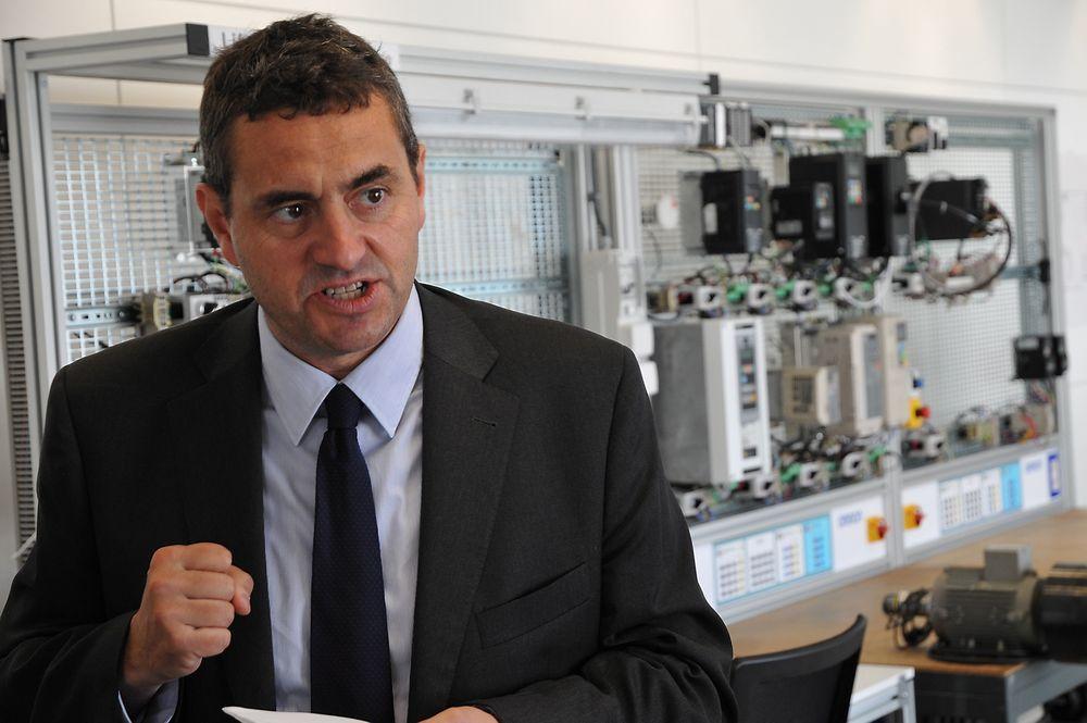 Sjefen for Omrons europeiske automatiseringssenter i Barcelona, Antonio Farras, stiller med hardtslående argumenter som åpne kommunikasjonsløsninger, standard programmeringsspråk og felles konfigurasjonsverktøy for maskin- og sikkerhetskontrollere i selskapets Sysmac-plattform.