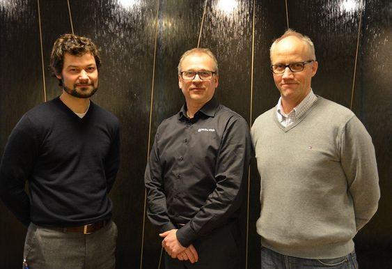 Stolt markedssjef Tom Erik Larsen hos Malthe Winje Automasjon flankeres av prosjekteringsleder Mads Larsen (t.h.) og prosjektleder Jan Kopperstad, begge i Oslo VAV.