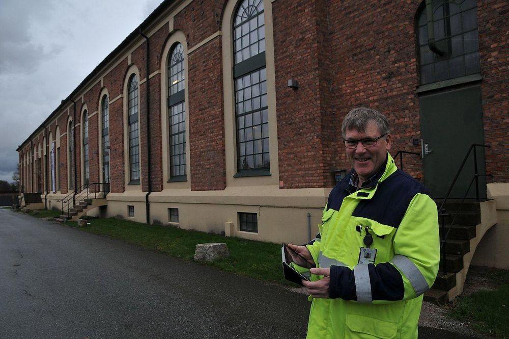 Driftssjef Helge Dehlin roser Ipad for brukervennlighet og mobilitet.