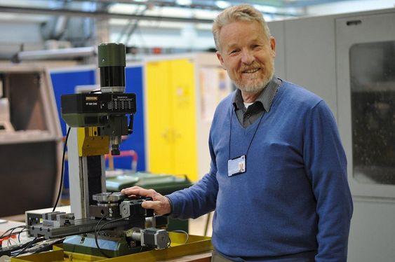 Professor Terje Kristoffer Lien ønsker seg toppindustrisentre. Han mener vi kan bli verdensmestre på vareproduksjon om politikerne vil.