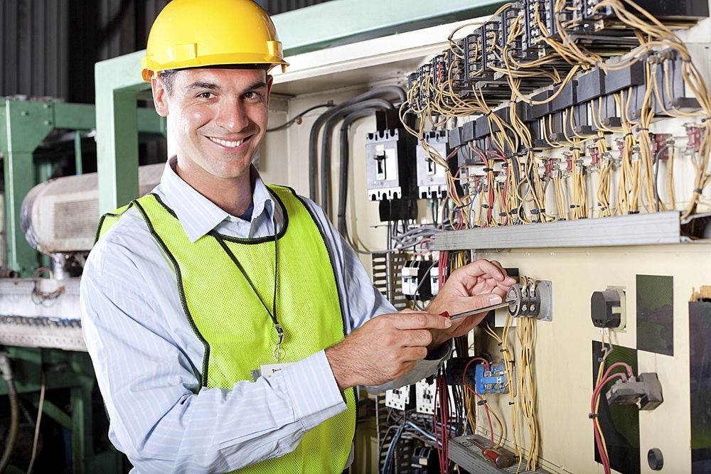 Automatiseringspersoner kan kurses til elektroinstallatører i industrien (Foto Istockphoto).