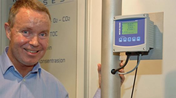 Artikkelforfatteren promoterte automatiske rengjøringssystemer for analyseinstrumenter under PEA09.