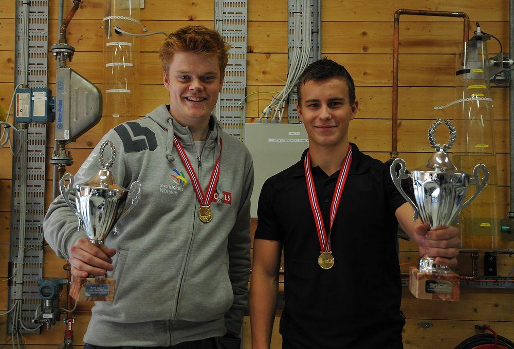 Christer Christensen og Simen Teie Havenstrøm fra Skogmo vgs er nybakte norgesmestere i skole-NM i automatisering.