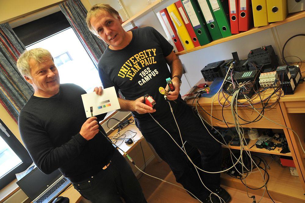 Eric Veng Andersen (t.v.) og Per Arne Wengen hos Glava tester IO-Link i stor skala.
