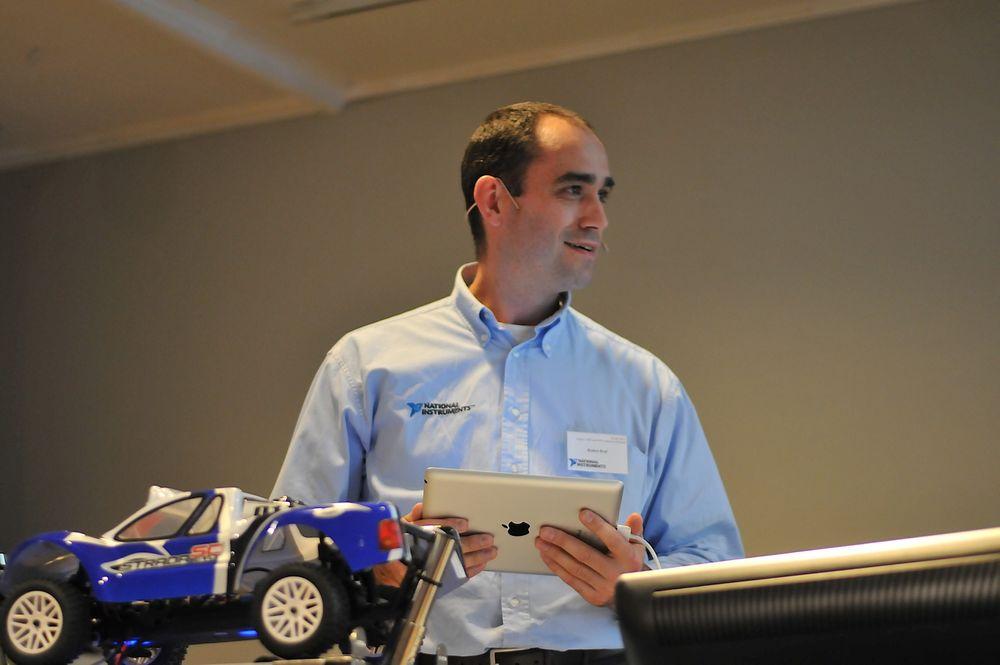 Remco Krul viste en prototype på konfigurasjonsverktøyet Labview for Ipad, men eventuell lanseringsdato er ukjent.
