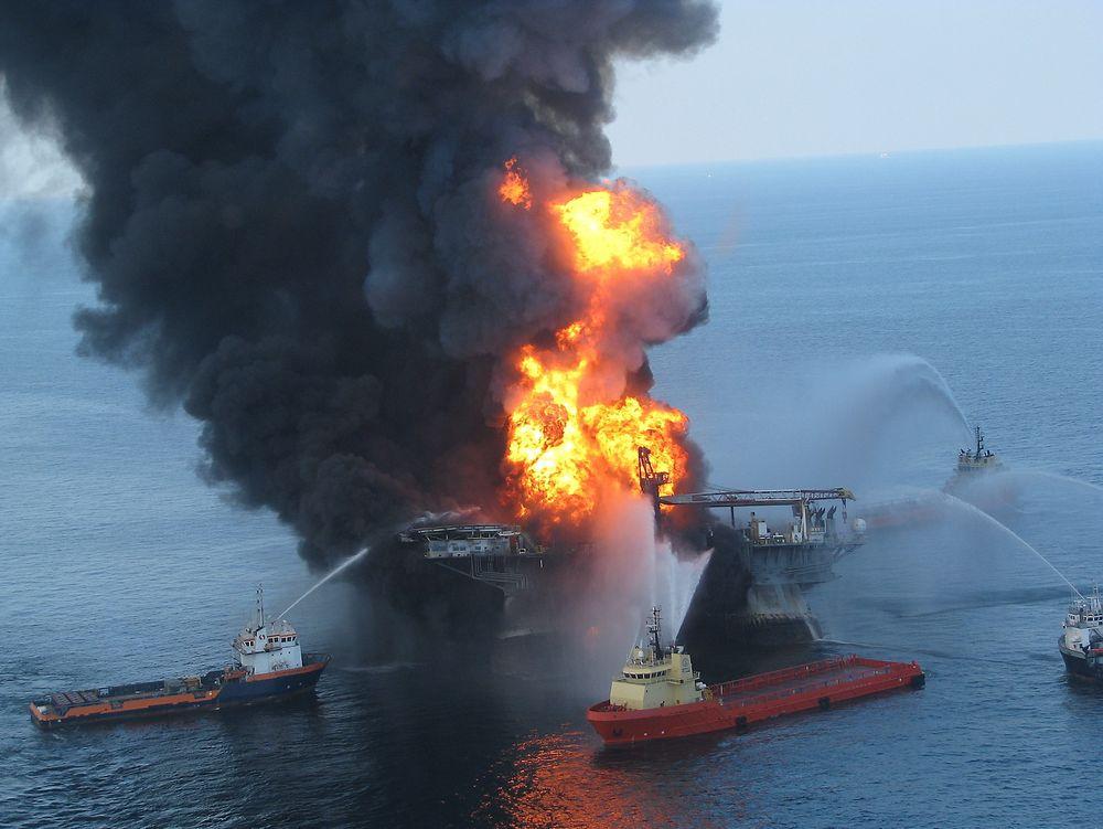 Antennbar gass fra utblåsingen spredte seg til områder som ikke var klassifisert som eksplosjonsfarlige, og kun halvparten av gassdetektorene var konfigurert for automatisk aksjon.