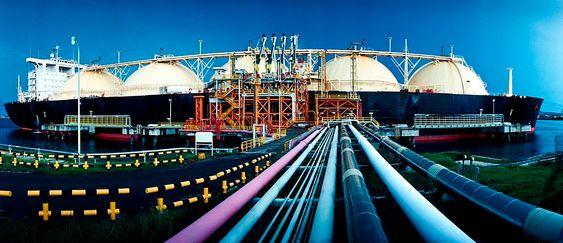 LNG (Liqiuefied Natural Gas) kjøles ned til –163°C og flytende form for lagring og transport.