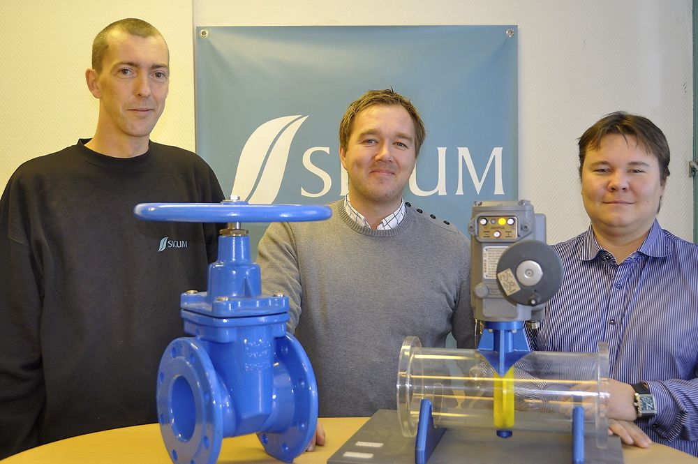 Daniel Venstad (fra venstre) er ny på lageret, og Morten Belsvik og Henrik Sebastian Søyring er nye på salgsavdelingen hos Sigurd Sørum (Sigum).