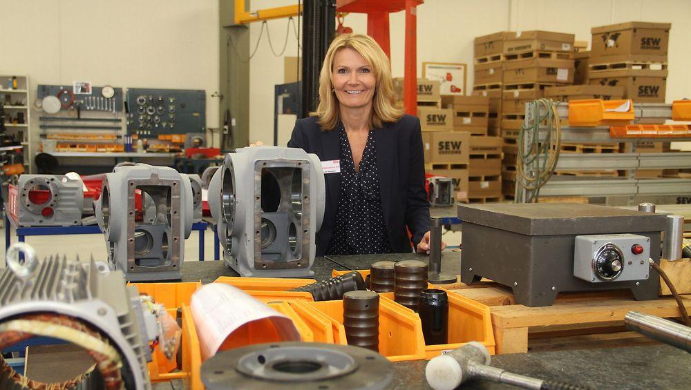 Heidi Svensen i fabrikken i Moss der hun i dag er produksjonsansvarlig og snart blir administrerende direktør.
