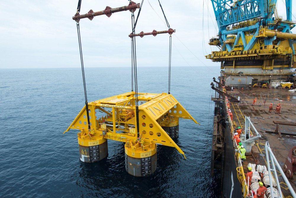 Compression Unit template heises ned til havbunnen på ca 270 meter dyp på Åsgardfeltet i sommer (Foto: Øyvind Hagen, Statoil).