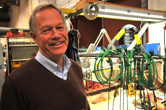 Daglig leder Steinar Haugerud mener Hypteck kan omsette Yokogawa-utstyr for et sekssifret millionbeløp. Her er han i verkstedet på Skotselv (arkivfoto).