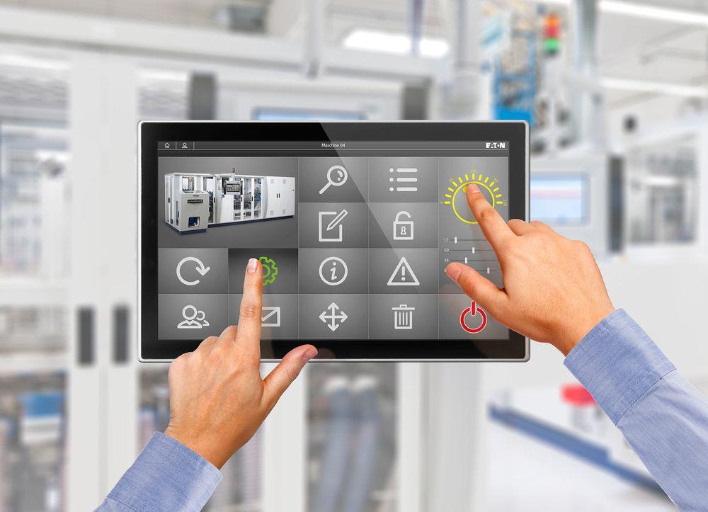 Mulighet for sikrere maskinstyring ved at to felter må berøres samtidig.
