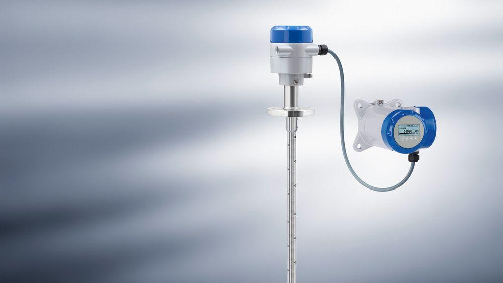 OPTIFLEX 2200 C/F nivåmåleren er beregnet for væske og tørrstoffapplikasjoner.