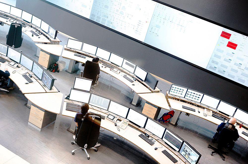 I Borregaard er 15 kontrollrom redusert til en driftsentral. Nå skal antall konsoller ned fra seks til fire. Da må antallet alarmer kuttes dramatisk. Terje Rudlende vil fjerne 90 prosent av alle alarmer.