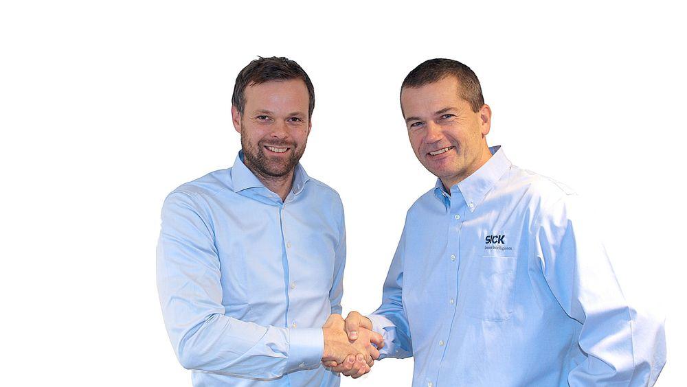 To fornøyde herrer, fra venstre Lars Kristian Salvesen, adm. dir i Autekmed sin nye partner Bjørn Ulleberg, Country Sales Manager i SICK