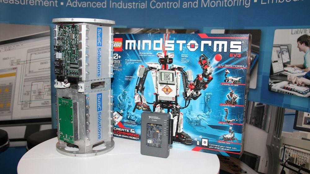 National Instruments viste tre produkter med identisk programvare, LabVIEW, installert på ONS. En enhet for bruk subsea for ekstreme trykk, en studie-pc for kommende automatikere og Lego Mindstorms.