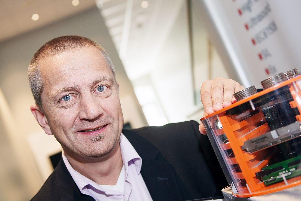 Mikkel Helweg talte varmt om hyllevare og standardisering på Subsea 2014. Han mente at utviklingen av maskinvare ikke lenger er det viktigste, og at utvikling av programvare i dag har overtatt lederrollen.