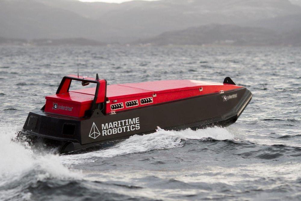 En slik fjernstyrt robotbåt kan kartlegge havbunnen mer effektivt enn tradisjonelle bemannete fartøy.