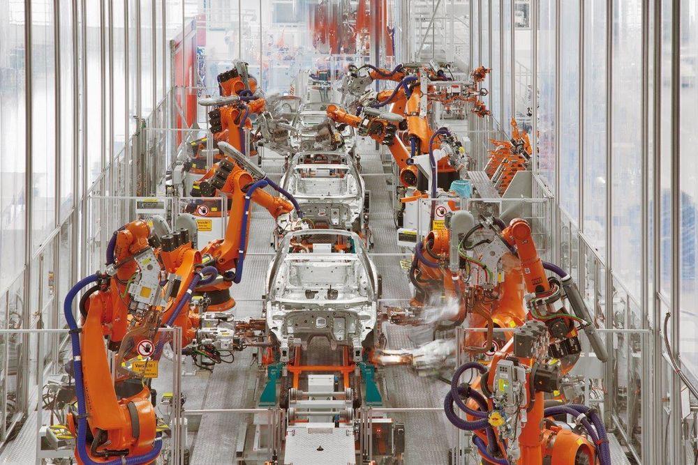 Inntil 800 roboter er i sving for å bygge Audi A3.