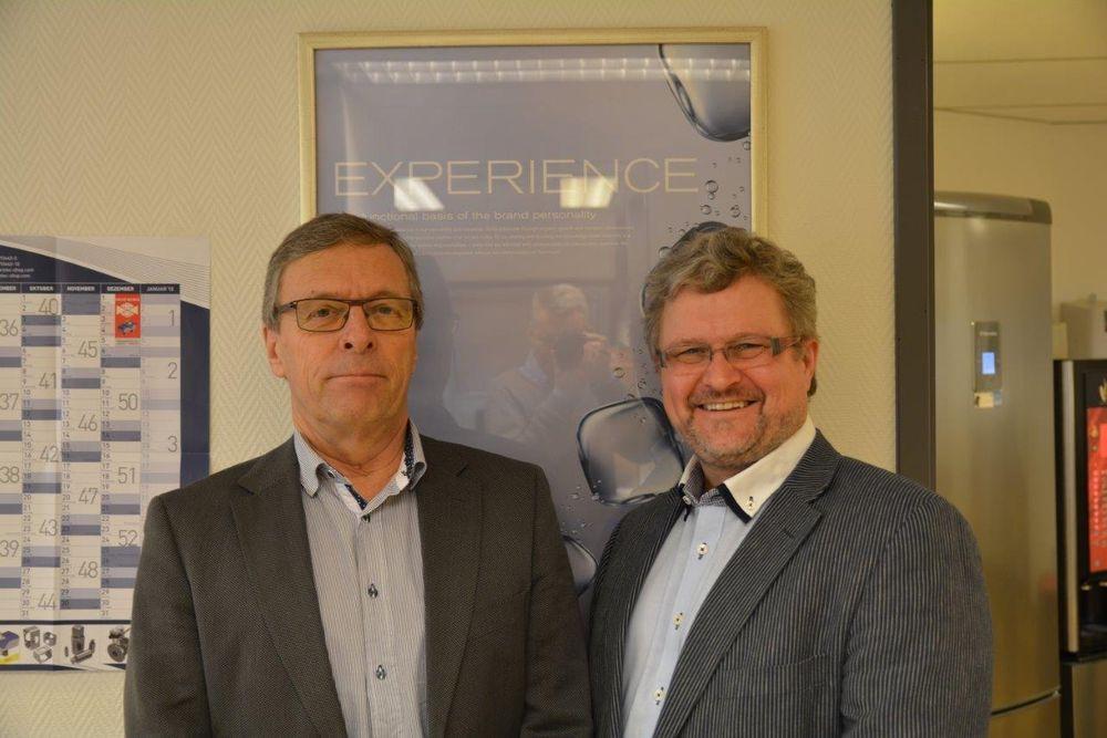 Bygger på erfaring: Rune Herring (t.h.) overtar som daglig leder etter John Ryen (t.v.), som startet det norske datterselskapet i 1978.