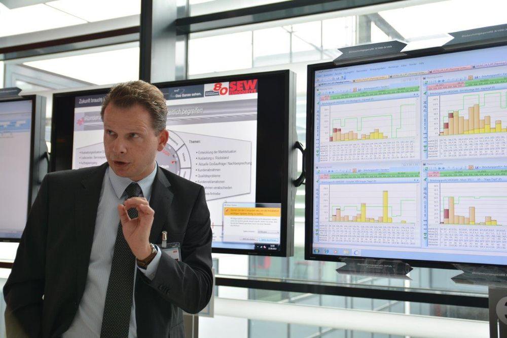 Stefan Rimmelspacher forteller om finplanlegging og simulering av bestillinger for å avdekke flaskehalser i tilgjengelige ressurser som deler, maskiner og operatører.