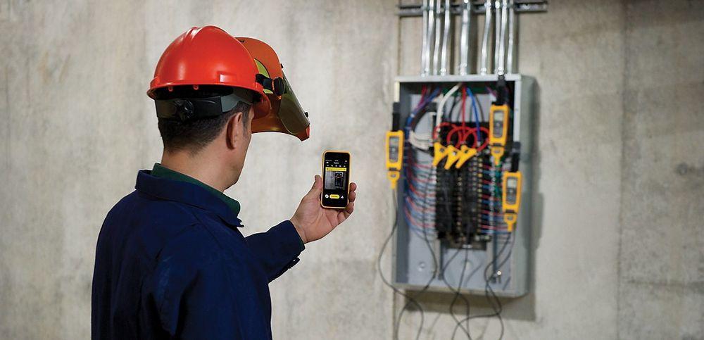 Nå blir mobiltelefonen en viktig del av drift og vedlikehold. Foto: Fluke Connect