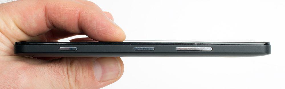 Med en tykkelse på 8,2 millimeter er ikke telefonen av de tynneste – men Lumia 950 virker likevel ikke som noen stor og klumpete telefon.