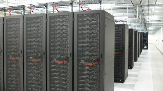 datacenter-colocation-room.