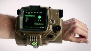Med Pip-Boy appen kan du se over våpen, kart og helse med din mobiltelefon.