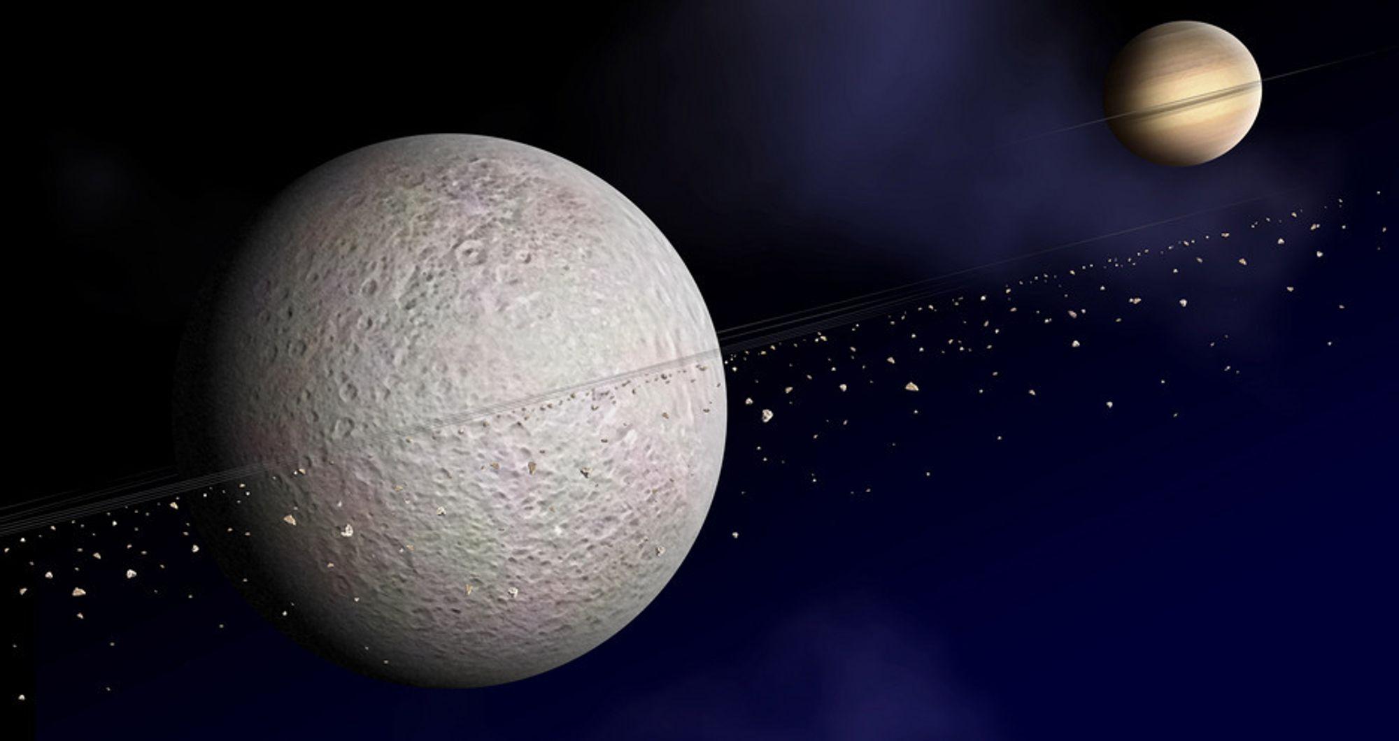 Månen Rhea er bare 1.500 kilometer i diameter. Likevel har astronomene nå funnet materiale som sirkler rundt månen, som dermed ser ut til å ha sitt eget ringsystem, akkurat som moderplaneten Saturn.