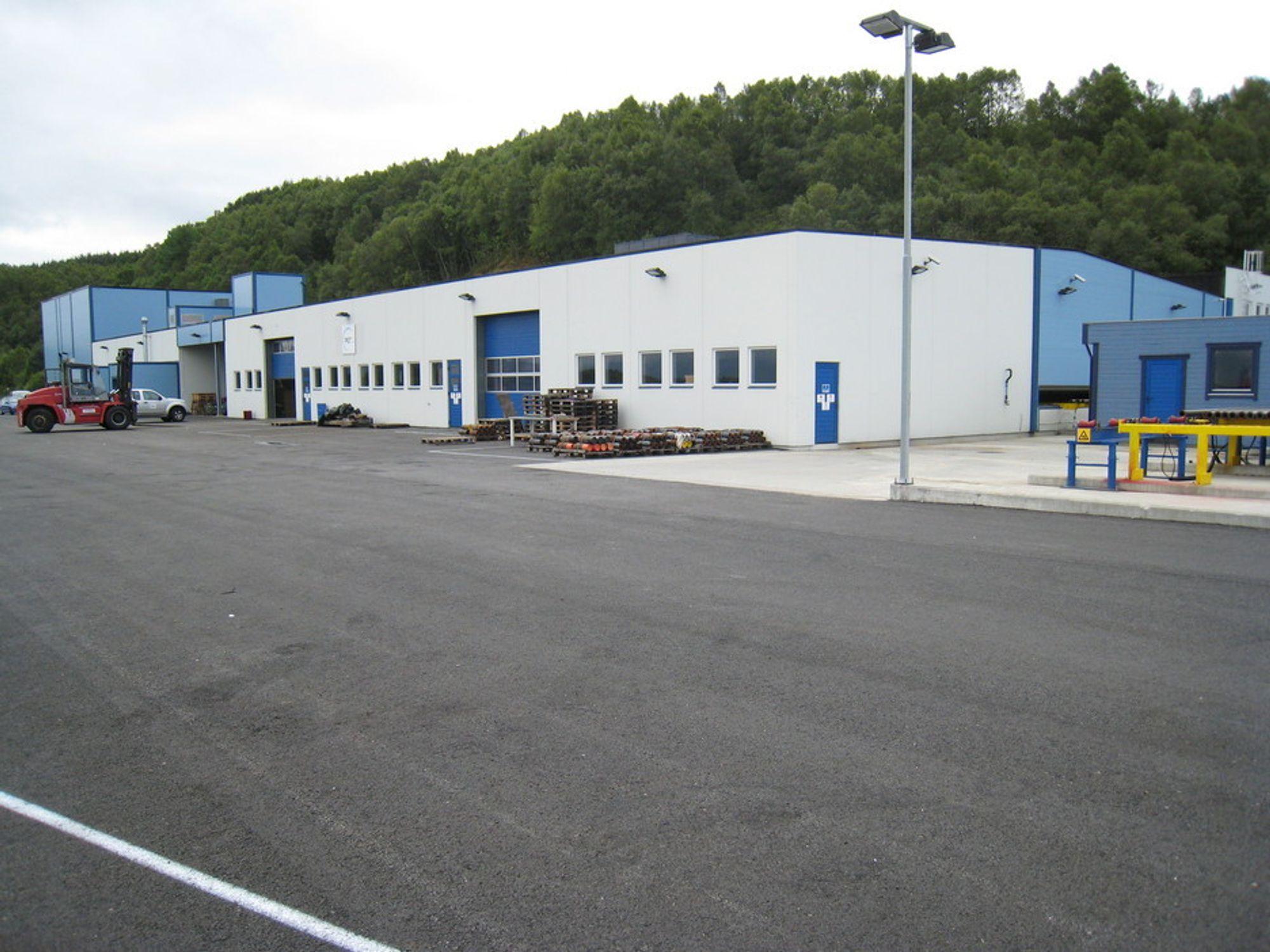 TOMT: I den splitter nye fabrikken til AGR Dpal på Mongstad er det foreløpig liten aktivitet. 20 av 26 ansatte er permittert.