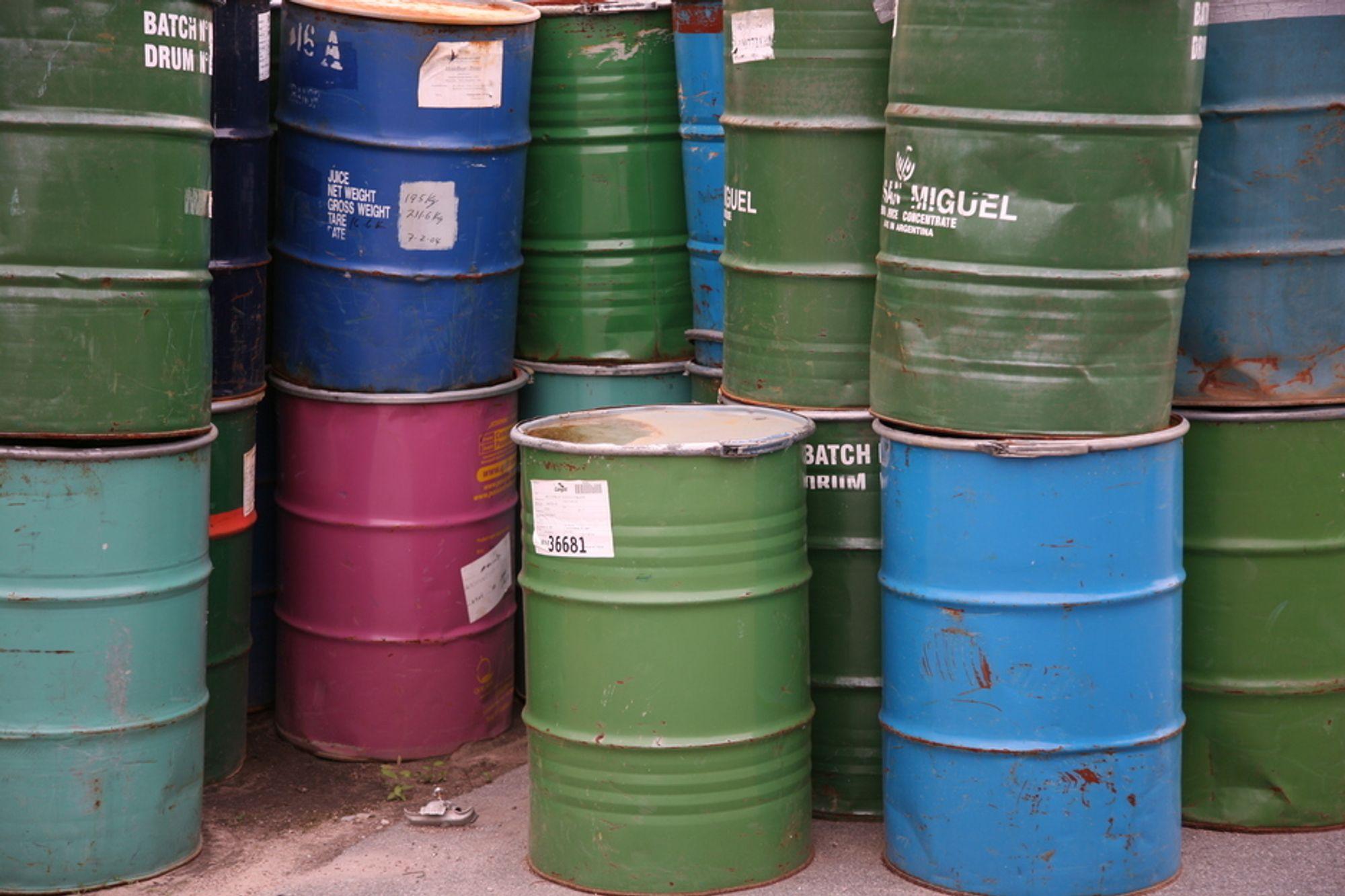 Oljefat. oljefyring, brensel, miljøvennlig, biodrivstoff, energi, varmepumpe, strømforbruk. spillolje