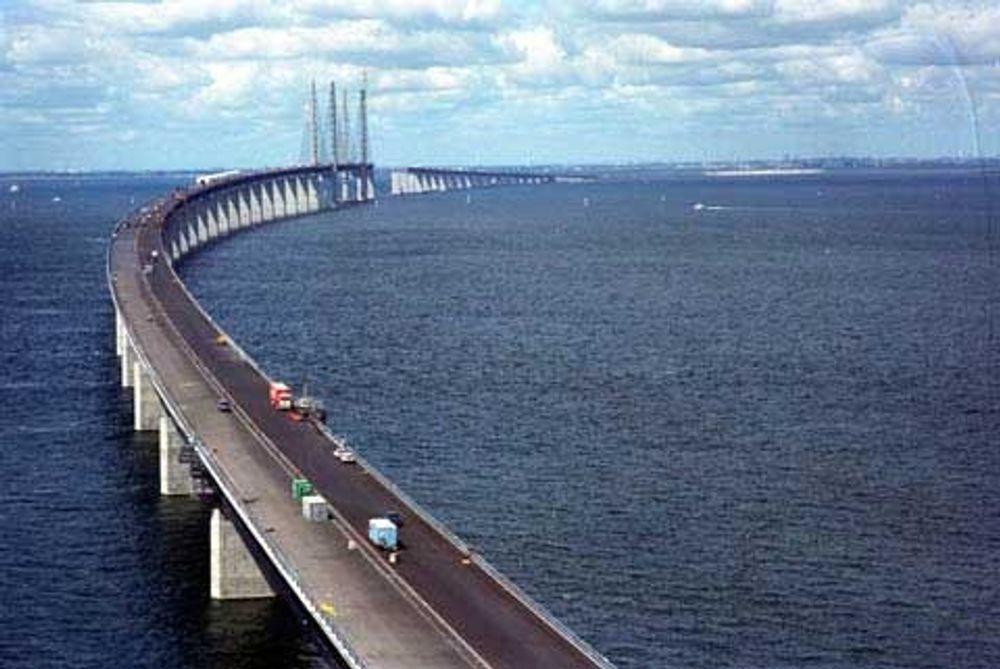 Øresundbrua som forbinder København i Danmark og Skåne i Sverige.