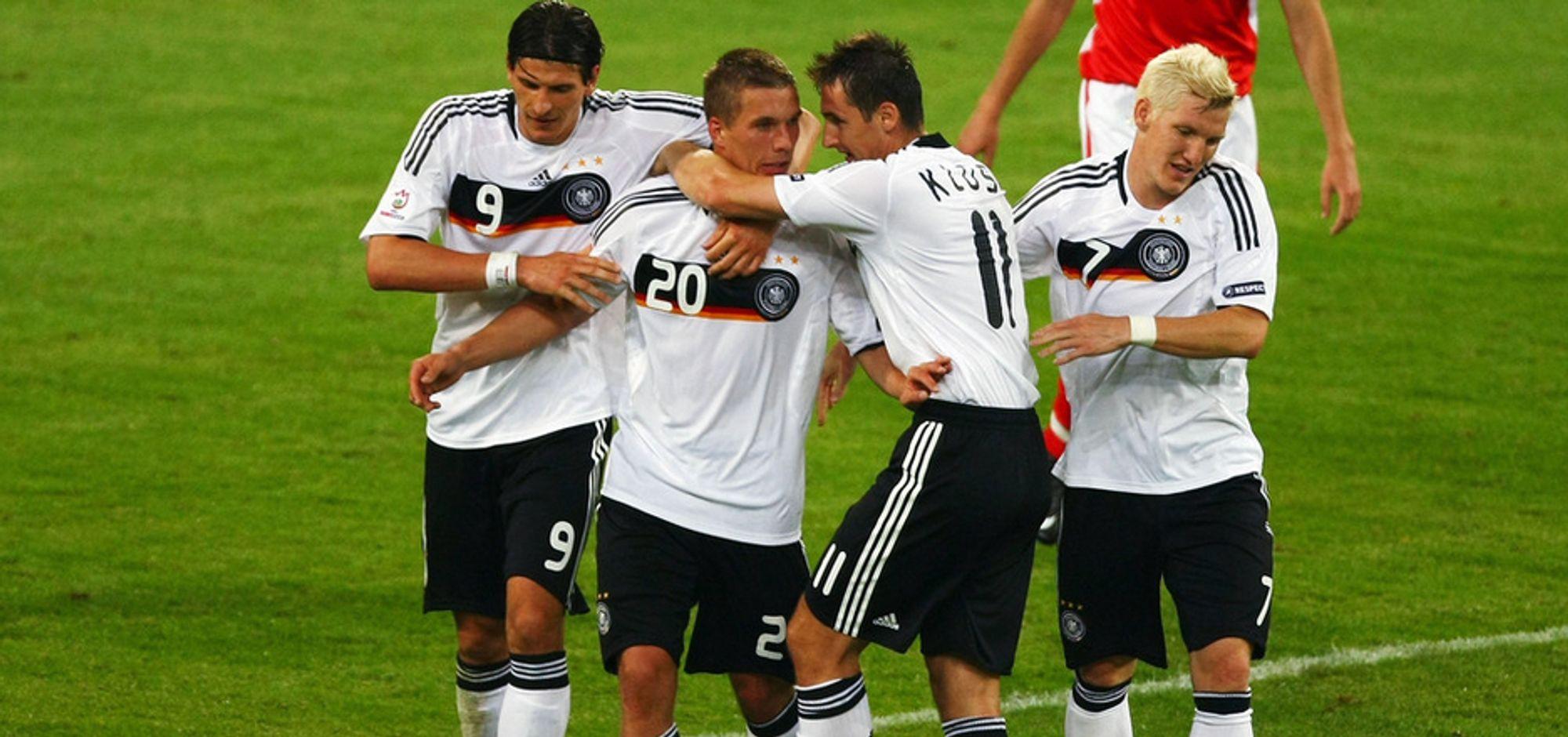 Mario Gomez (f.v), Lukas Podolski, Miroslav Klose, Bastian Schweinsteiger og resten av det tyske mannskapet har størst sjanse for å vinne EM når fire kamper er spilt, ifølge Norsk Regnesentral.