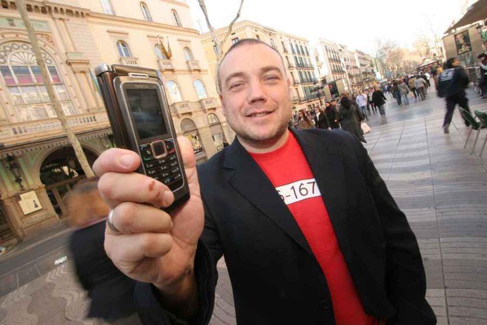 MOBIL RABALDER: Barcelona blir fra mandag morgen verdens mobilhovedstad. Fredrik Syversen fra IKT-Norge er allerede på plass i byens kjente paradegate, La Rambla.