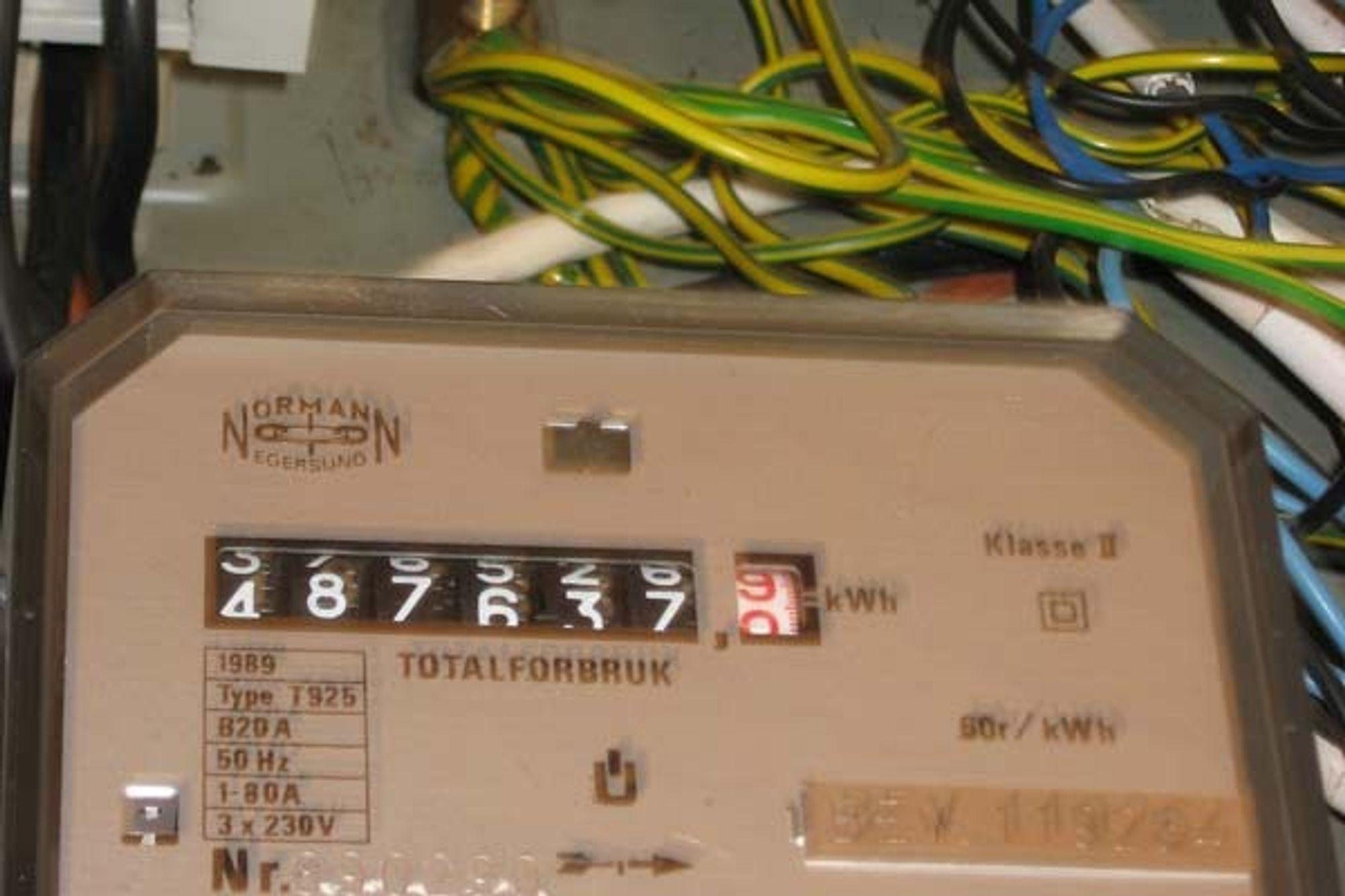 INGEN BEKYMRINGER: Selv om strømmåleren løper løpsk, er det sjelden IT-sjefens jobb å håndtere regningen etterpå.