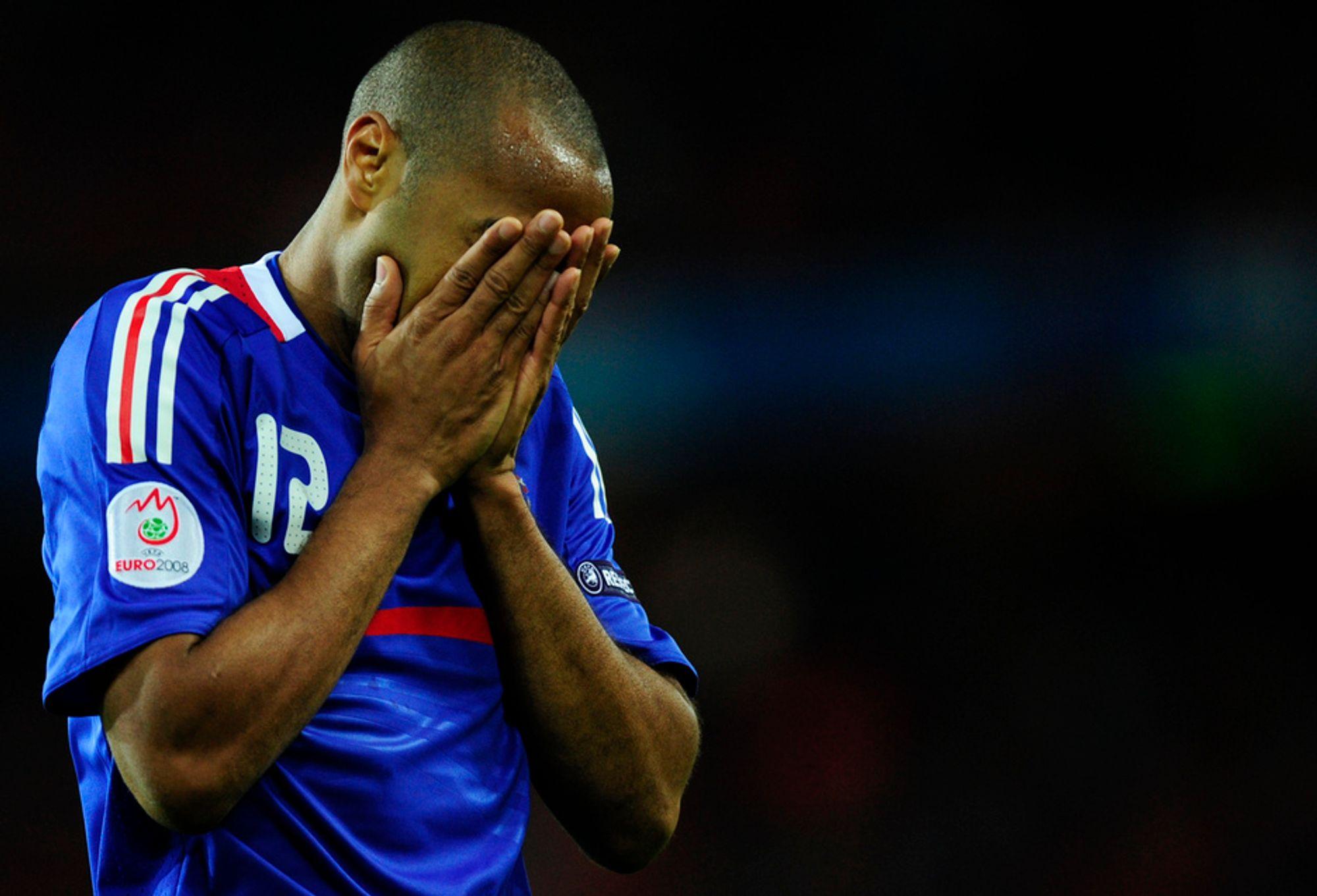 SYND OG SKAM: Thierry Henry, idet han gir uttrykk for det mange av oss frankofile følte i går. HD-bilder gnir elendigheten ekstra godt inn.