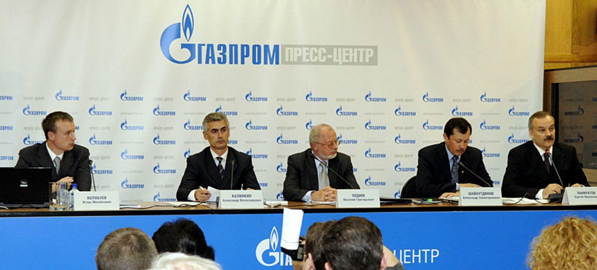 Gazprom-ledelsen, fra venstre: Igor Volobuev, Alexander Kalinkin, Vasily Podyuk, Alexander Shaykhutdinov og Sergey Pankratov, presenterte selskapets planlagte investeringer på en pressekonferanse mandag.