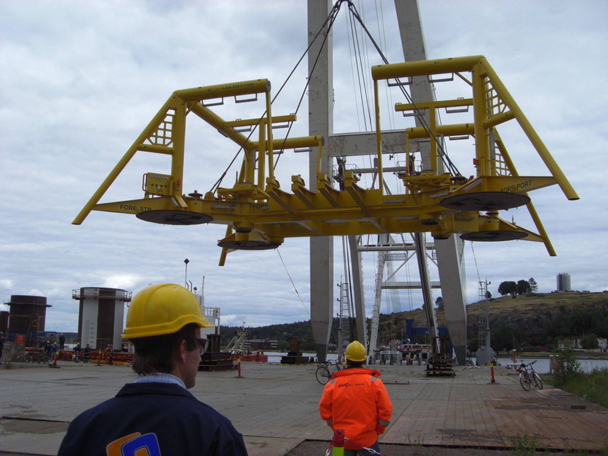 Gigantkonstruksjon på plass