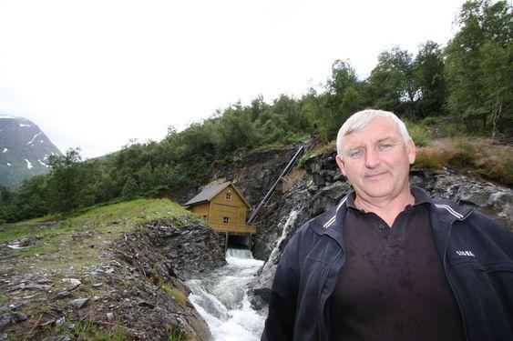 Vågen småkraftverk, Austefjorden i Volda, med Trond Ryslett, ansvarlig for utbyggingen.