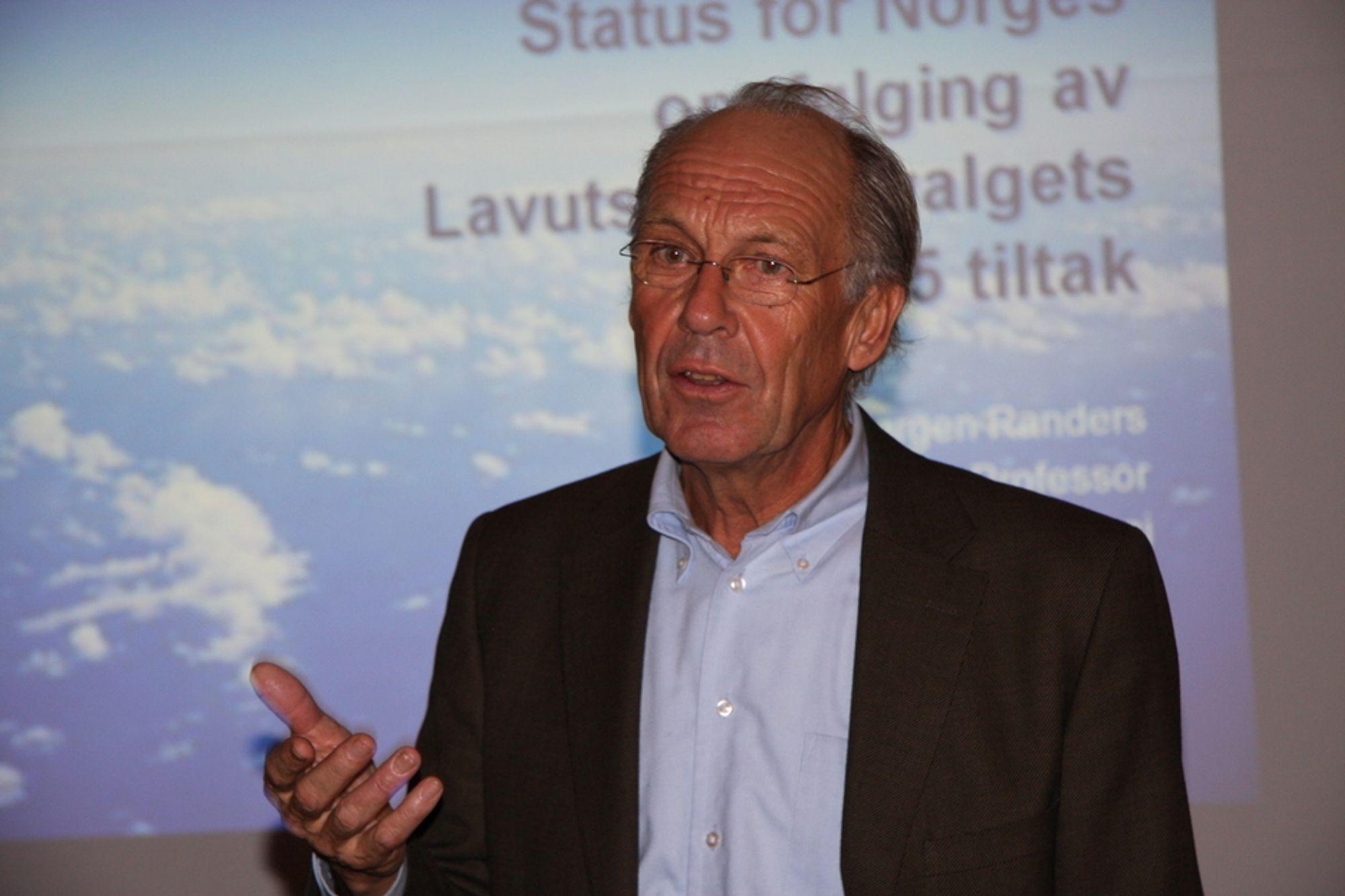 SKEPTISK: Klimaprofessor Jørgen Randers mener kvotesystemet ikke makter å drive frem teknologisk utvikling. - Markedet trenger hjelp fra politikerne, sier han.