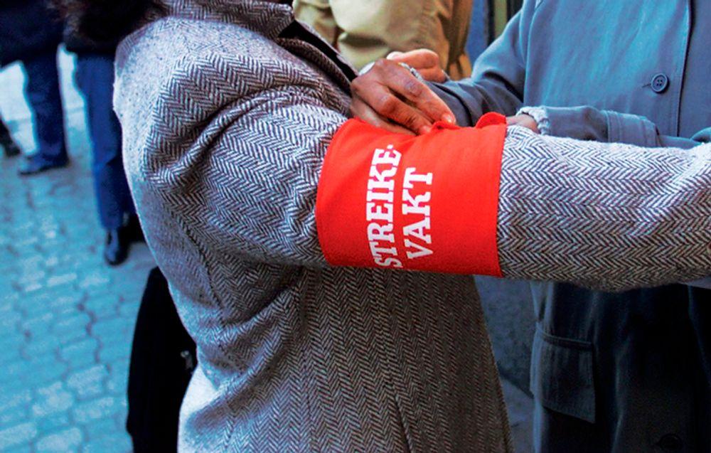 Fredag skal også Tekna-medlemmer ta på seg streikebånd. Tekna-medlemmer i politiet tas ut, det vil i praksis si Kripos.
