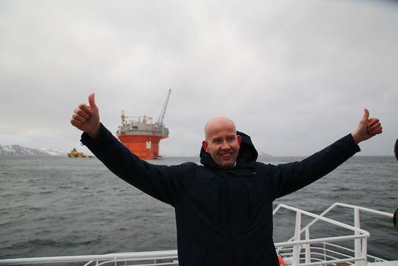 Olje- og energiminister Tord Lien jubler over at Goliat er i Norge.