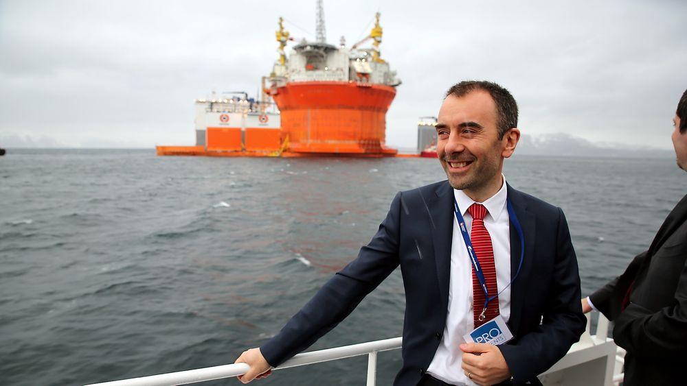 Eni Norge-sjef Ruggero Gheller foran Goliat-plattformen etter ankomst til Norge.