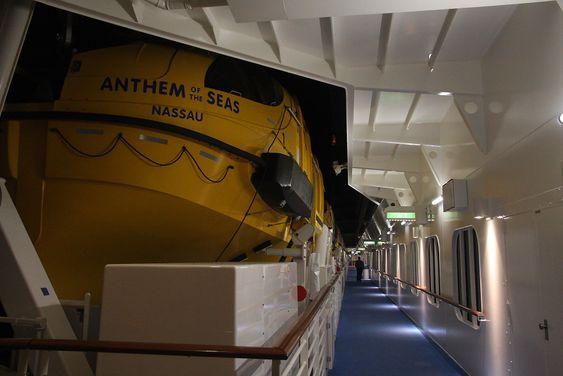 RCCL vil ikke binde seg til en leverandør. Harding fikk ikke kontrakt på livbåter til Quantum-klassen. Den gikk til tyske Fassmer.
