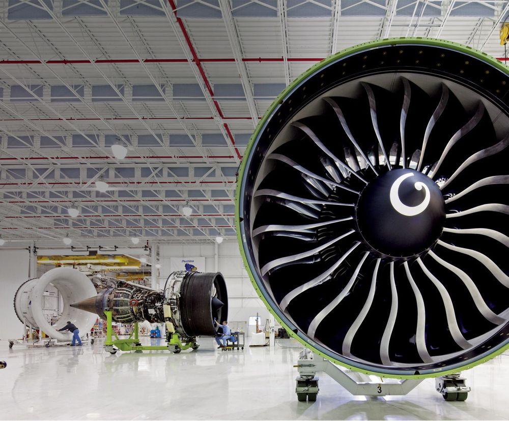 GE90-115B er verdens største flymotor. Diameteren på motorhuset er 3,43 meter, mens selve vifta har en diameter på 3,25 meter. Under testing har turboviftemotoren levert 569 kN skyvekraft.