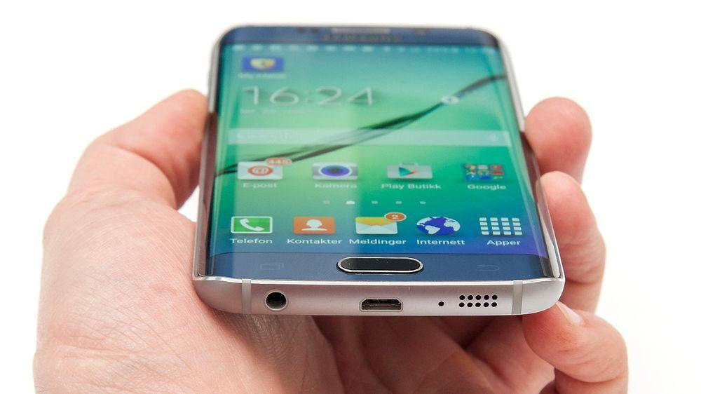Samsungs overskudd ventes å falle for femte kvartal på rad, etter at de fem foregående kvartalene ga rekord. Men fredag kommer det nye flaggskipet S6 (avbildet er S6 Edge) som flere tror kan bli en vinner.